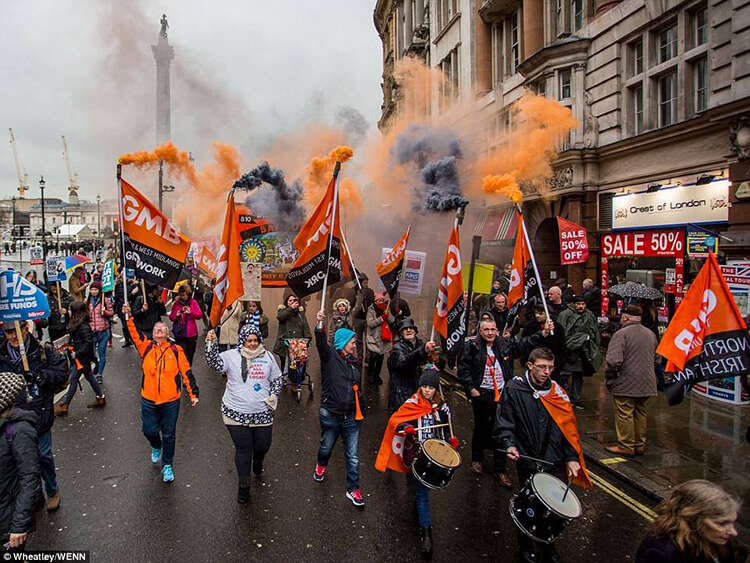 GMB at the NHS in Crisis protest march, London, 3 February 2018